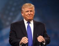 Trump afirma que Apple abrirá tres fábricas en Estados Unidos