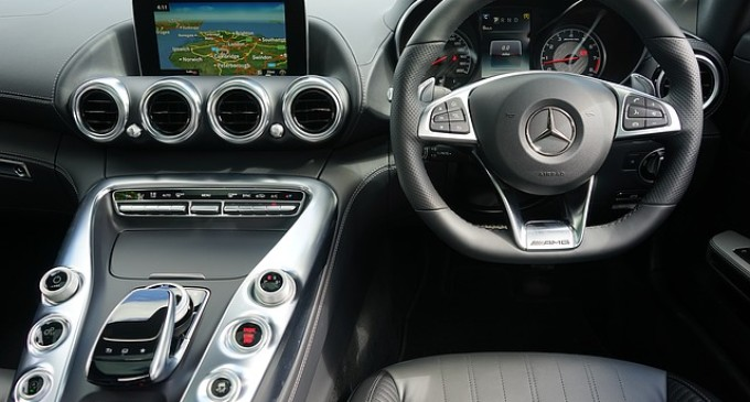 Adobe quiere llevar la publicidad digital a los coches conectados