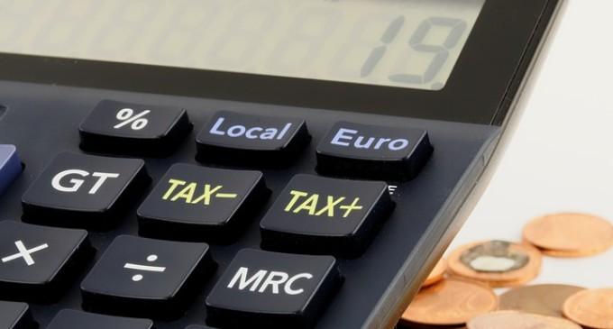 """De Guindos se suma a la propuesta del """"impuesto de ecualización"""" de las IT"""