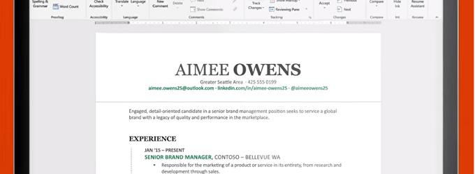 LinkedIn permite exportar el CV a word con Resume Assistant