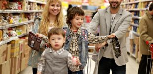 Siete de cada 10 españoles prefieren comprar en tiendas físicas