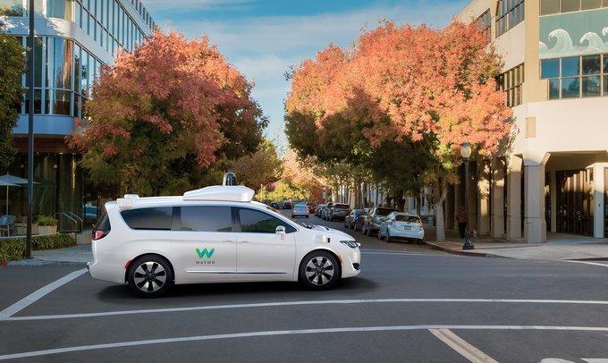 Fiat Chrysler suministrará miles de monovolúmenes a Waymo para su taxi autónomo