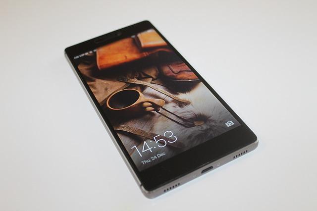 Responsables de agencias de inteligencia de EEUU aconsejan evitar usar smartphones de Huawei