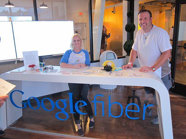 Alphabet ficha a un directivo de Time Warner Cable para dirigir Access y Google Fiber