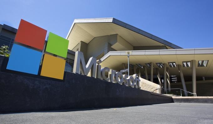 La nube tira de los resultados de Microsoft, que pierde dinero por la reforma fiscal