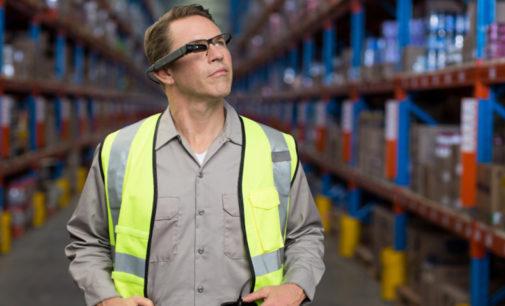 Toshiba presenta las gafas profesionales, dynaEdge AR