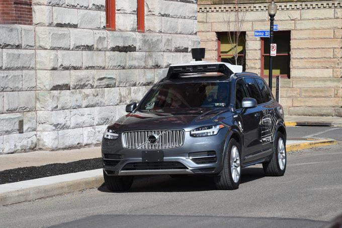 Uber negocia para convertirse en el proveedor de sistemas de conducción autónoma de Toyota