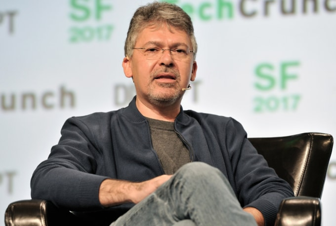 Apple ficha por sorpresa al responsable de Inteligencia Artificial de Google, John Giannandrea