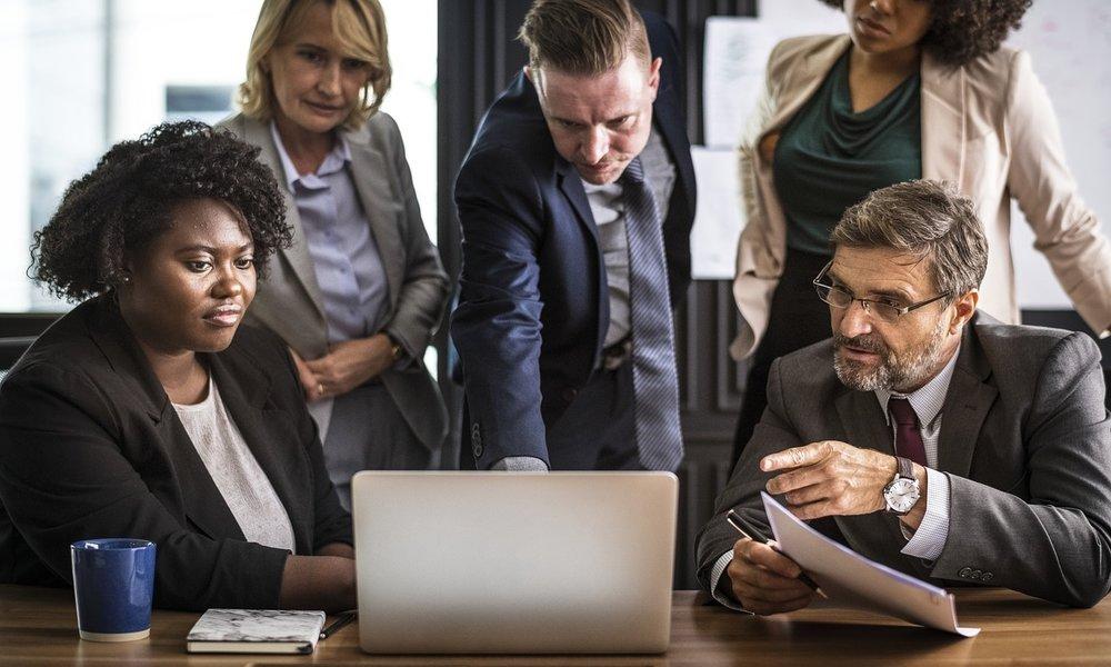 La falta de coordinación entre los equipos de TI y el resto de la empresa dificulta la transformación digital