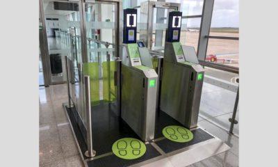 puerta biometrica de autoembarque - Aeropuerto Menorca
