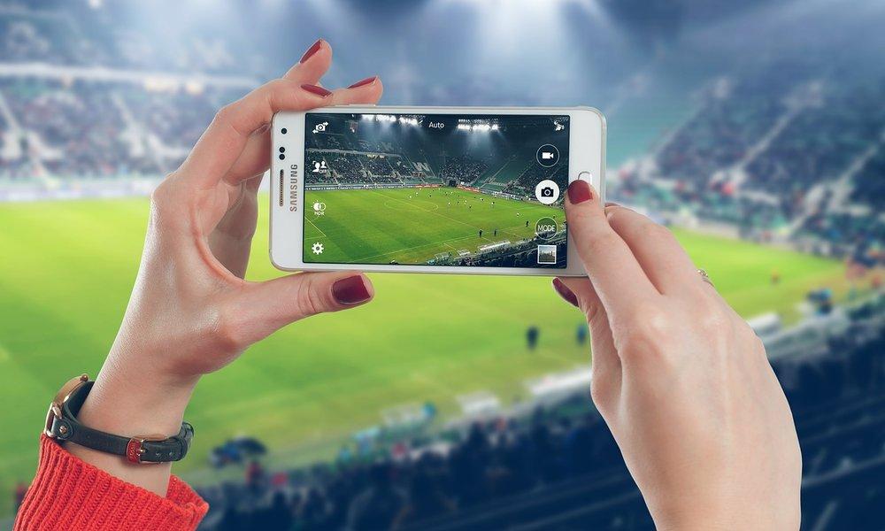 AEPD multa a LaLiga con 250.000 euros por usar el micrófono del móvil para dar con emisiones piratas