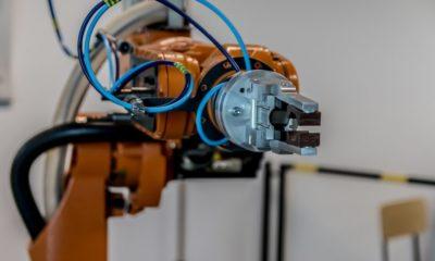 """Investigadores """"enseñan"""" a los robots a conectar sentidos como la vista y el tacto"""