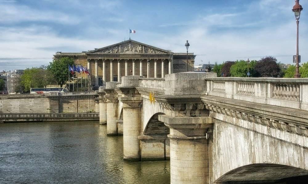 Las autoridades francesas aprueban aplicar una tasa del 3% a los gigantes de Internet