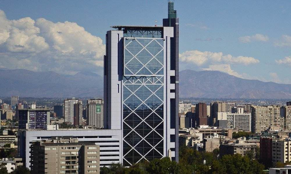 Ponen en venta la emblemática torre Telefónica de Plaza Italia