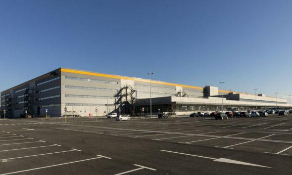 Amazon vende su centro logístico de El Prat de Llobregat y seguirá en él de inquilina