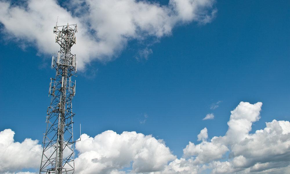 Telefónica Brasil vende 1.909 torres a Telxius y Orange se prepara para vender 1.500 en España