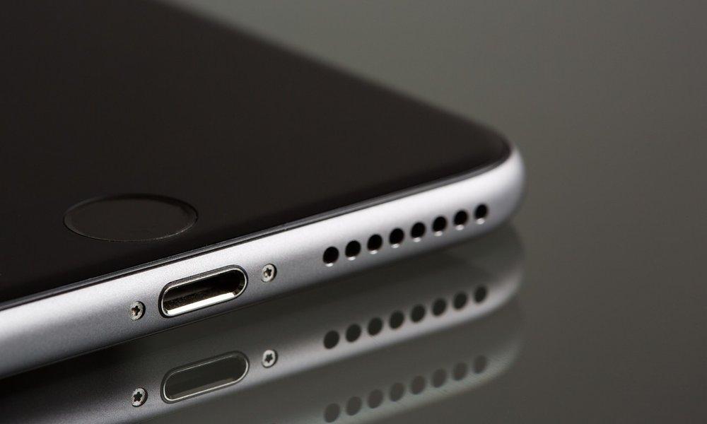 Apple compra Xnor mientras la UE quiere hacer que adopte un cargador universal para el iPhone