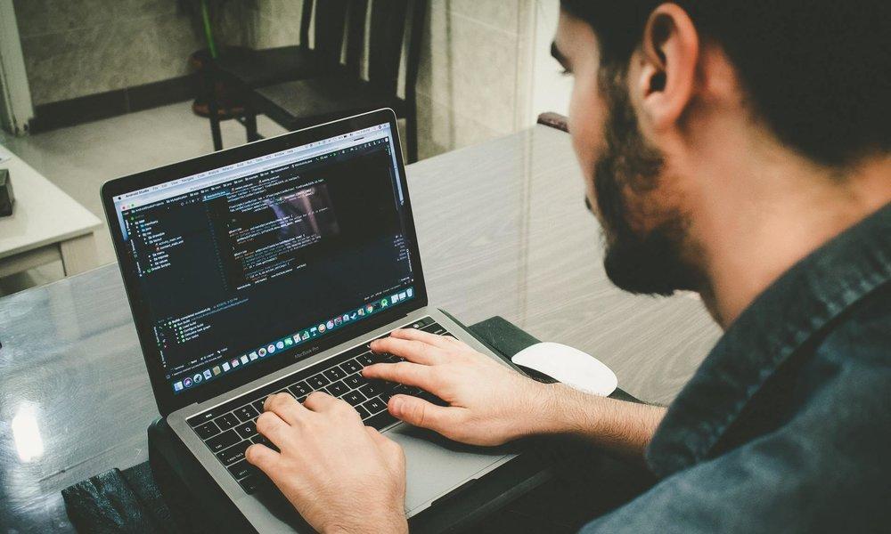 Lenguajes de programación: Javascript es el más utilizado y Kotlin el que más crece