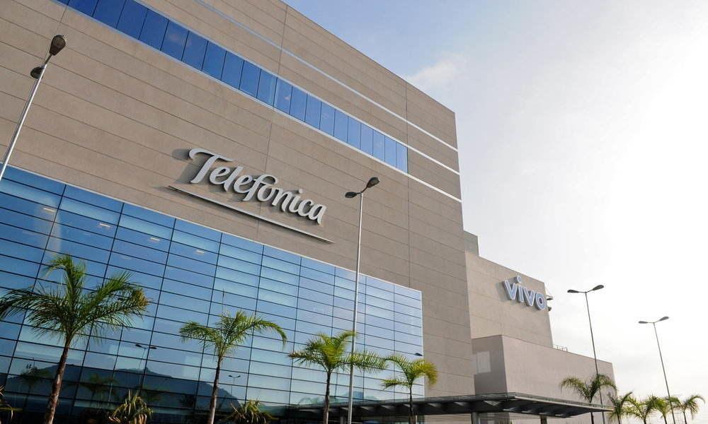 Telefónica lanza una oferta vinculante para comprar la división móvil de Oi en Brasil