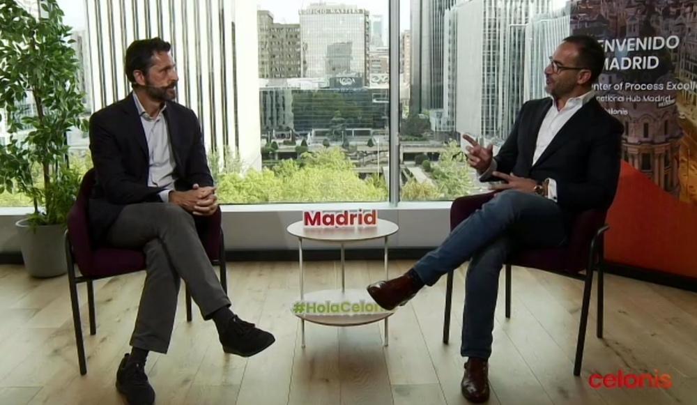 Miguel Milano (izquierda), Chief Revenue Officer y copropietario de Celonis, charla con Javier Díaz (derecha), vicepresidente y Sales & Country Leader Iberia & Latam de Celonis durante la rueda de prensa online en la que han presentado el centro internacional de negocios en Madrid.