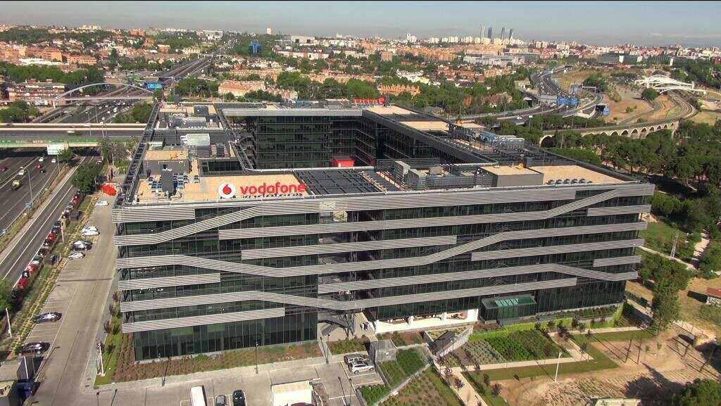 Vodafone España baja en ingresos pero crece en número de clientes