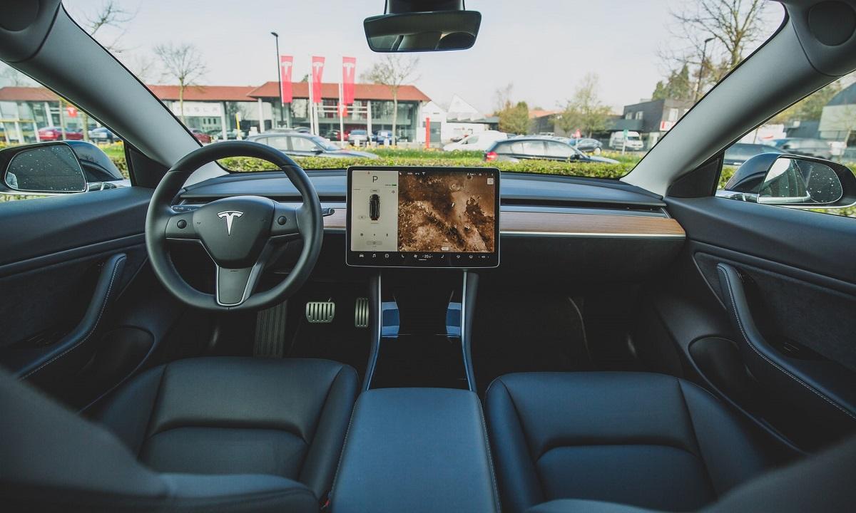 Tesla compacto