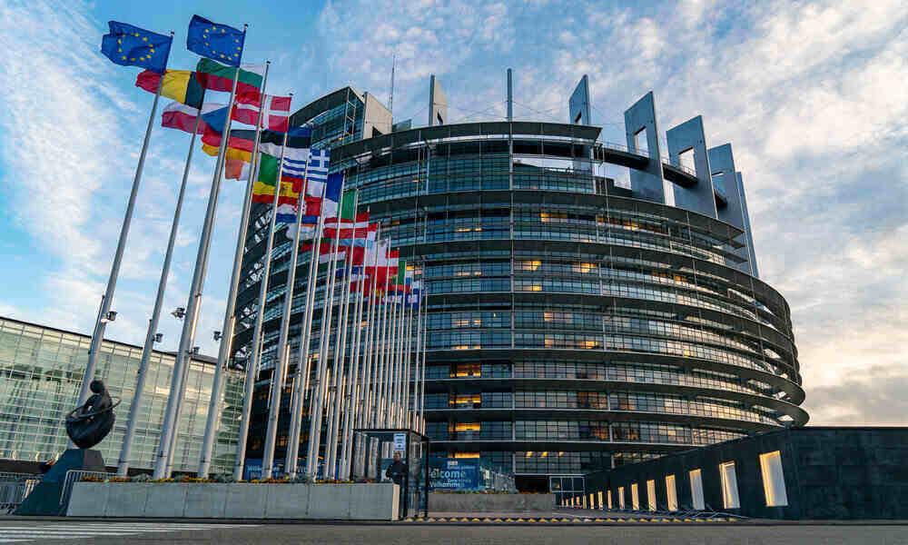 El Parlamento Europeo invita a los CEOs de Alphabet, Amazon, Apple y Facebook a una audiencia