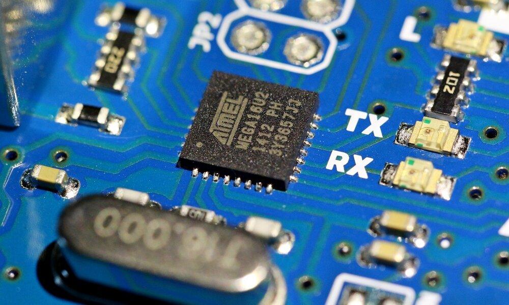 China busca independizarse de las tecnológicas de EEUU: acumula chips y maquinaria para fabricarlos