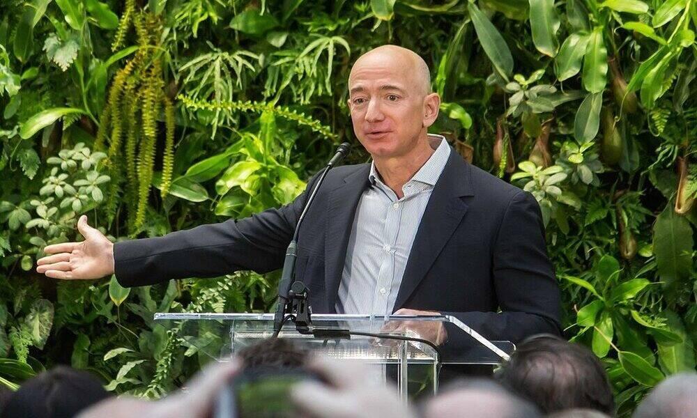 Jeff Bezos dejará de ser el CEO de Amazon en verano: pasa el testigo a Andy Jassy