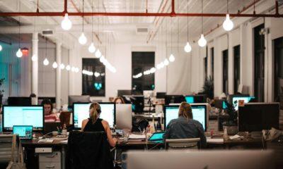 La mayoría de trabajadores sigue sin querer regresar a la oficina, a diferencia de los directivos